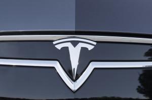 Серый металик Tesla Model S