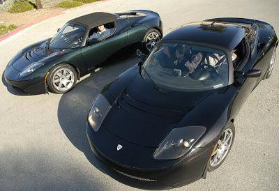 Tesla Roadster черного и зеленого цвета
