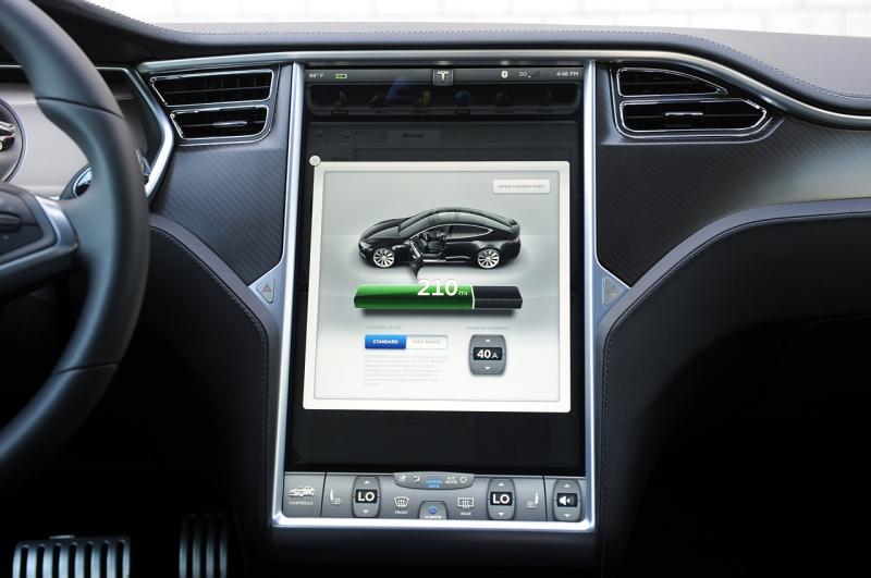 Дисплей в Tesla Model S