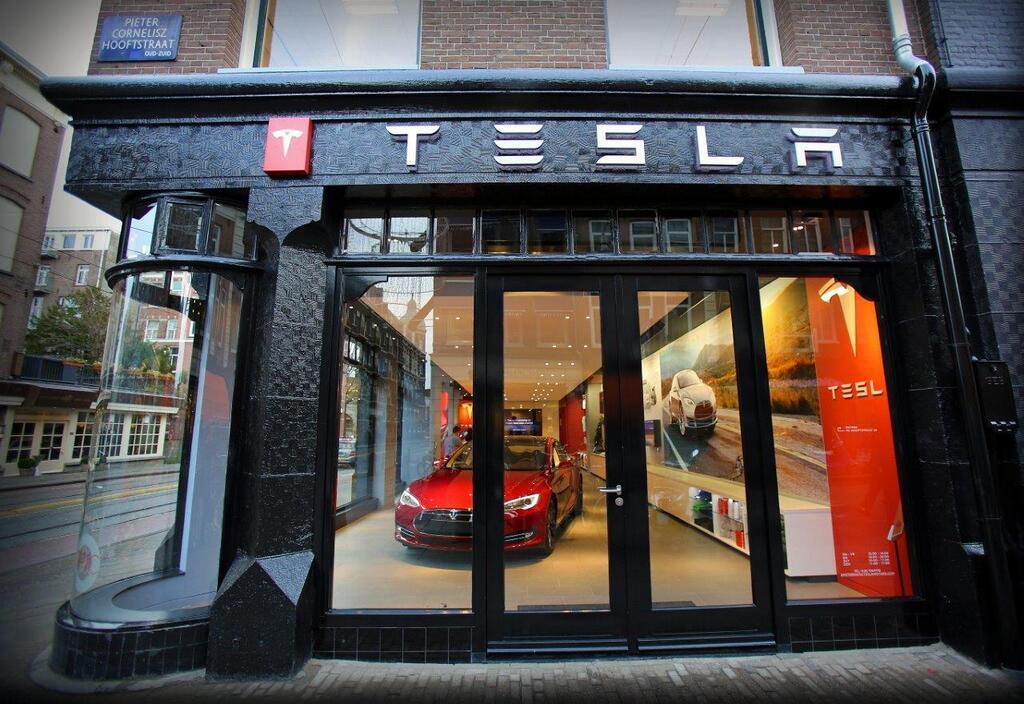 Дилерский центр Tesla Motors