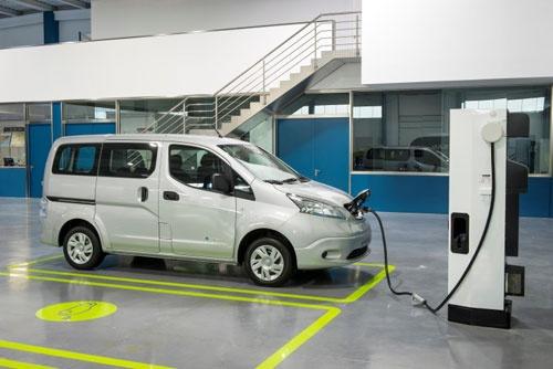 Nissan e-NV200 на зарядке
