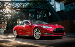Tesla Model S в городе